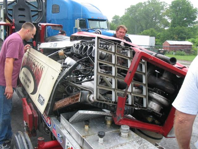 Tractor Pulling Engines : Exploding tractor pull engine